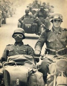 Waffen SS Kradschutzen von Leibstandarte Adolf Hilter (LAH).