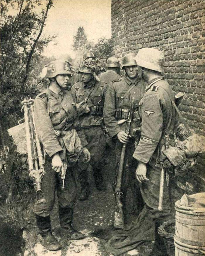 """""""Waffen SS"""", """"Germania"""", """"Blitzkrieg"""""""