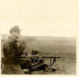 """Waffen SS"","" MG42"",""SS smock"",""SS camouflage"",""Maschinengewehr 42"""